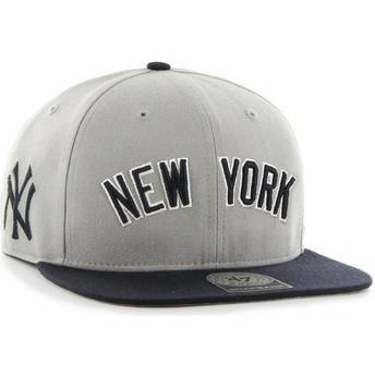Gorra plana gris snapback con logo lateral de MLB New York Yankees de 47 Brand