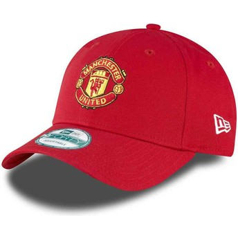 Gorra curva roja ajustable 9FORTY Essential de Manchester United Football Club de New Era